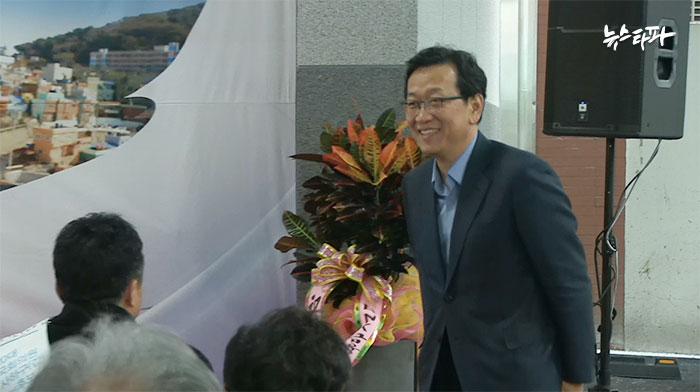 ▲ 12월 15일 오전, 예비후보 등록을 마친 뒤 부산 사하구청 행사에 참석한 석동현 위원